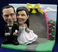 Arm In Arm Couple With Frame Personalized Bobble Head | Gift ideas for weddings