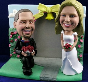 Propose Couple With Frame Personalized Bobble Head | Gift ideas for weddings
